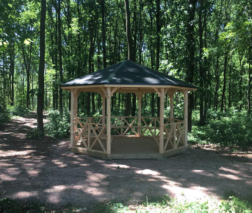 Pavillon für Trauerfeier - Waldfriedhof Schönburger Land